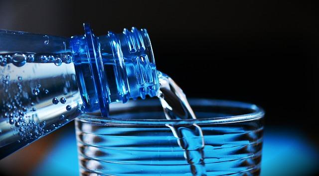 láhev s minerální vodou.jpg