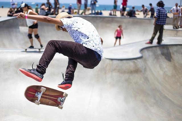 děti ve skateparku