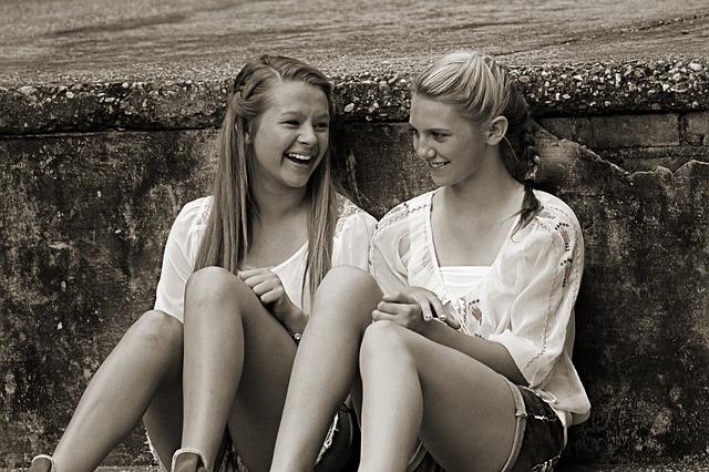 přátelé s úsměvem