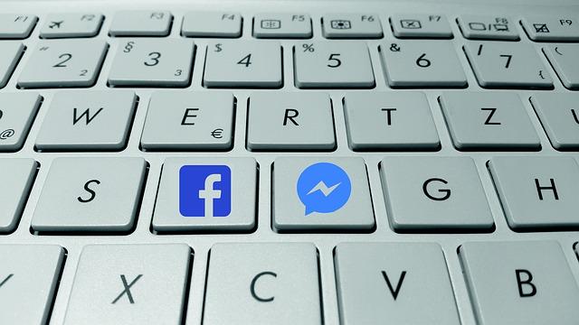 klávesnice s ikonami aplikací